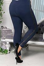 """Джинсовые женские брюки """"Эстер"""" с люрекосвыми лампасами (большие размеры), фото 3"""
