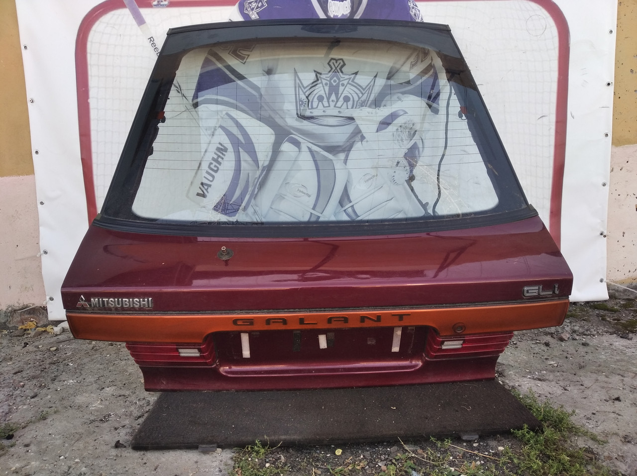 Крышка багажника в сборе красная хетчбек,MB637034,MB594015 992845 Galant 88-92r Mitsubishi