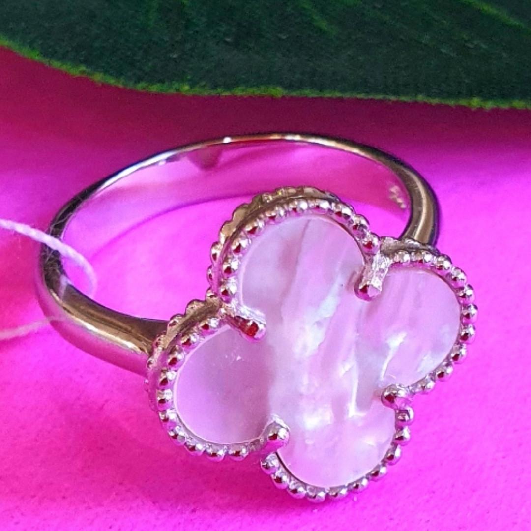 Серебряное кольцо Клевер с перламутром - Брендовое кольцо Клевер серебро с перламутром