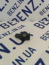 Датчик удару подушок безпеки спереду Mercedes W212/W204/C207/X204 A1729056000
