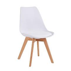 Стілець крісло P-01 з м'яким сидінням білого кольору з ніжками з дерева