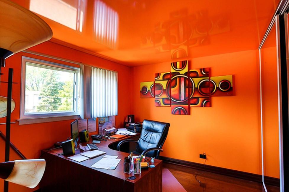 Глянцевый натяжной потолок в офисе, фото 1