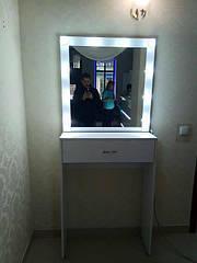 Визажный столик с зеркалом. Столик для макияжа