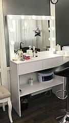 Стол с зеркалом в салон красоты