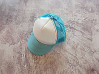 Бирюзовая кепка тракер с белой лобной частью