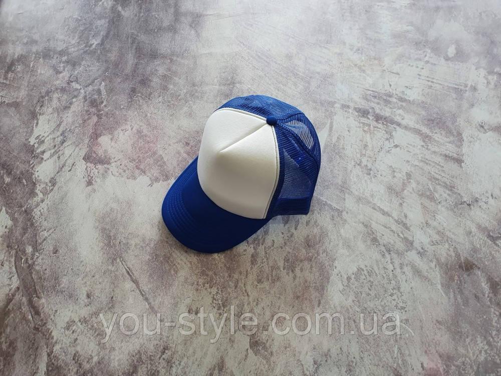 Синяя кепка тракер с белой лобной частью
