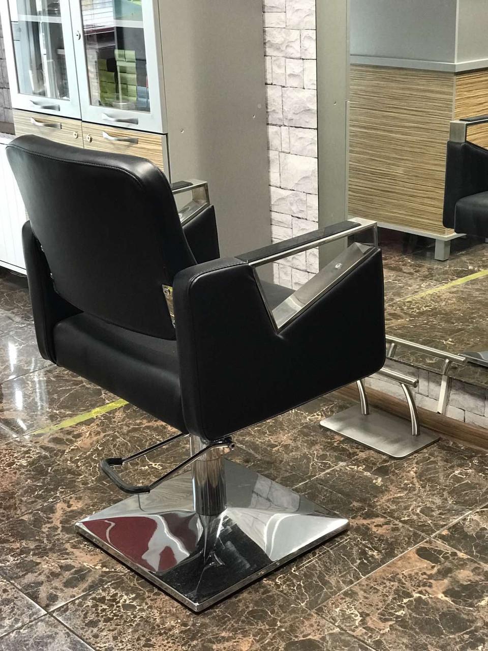 Парикмахерское кресло Tomas с подставкой для ног