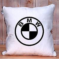 Подушка плюшевая с логотипом мерседес опель ауди тойота квадратная 35 см х 35 см