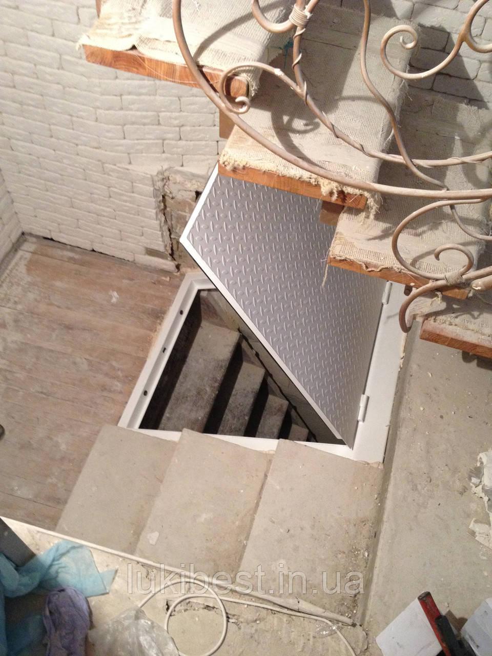 Стальной люк в подвал 800/900 мм / напольный люк в погреб