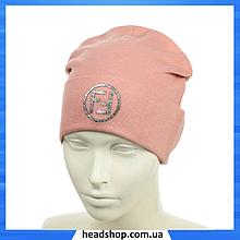 """Жіноча шапка з трендовим патчем """"FF"""" (Пудра) - молодіжна шапка-лопата з відворотом"""
