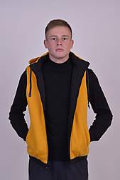 Мужская демисезонная двухсторонняя жилетка желтого цвета