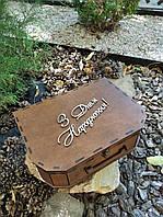 """Подарункова дерев'яна коробка"""" Чемодан""""""""Сундук"""" Валіза 35 х 25 х 10 см. Палісандр"""