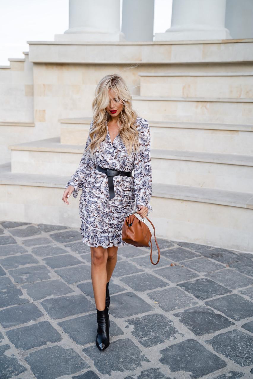Восхитительное платье с красивым принтом