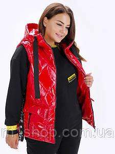 Женская стеганая безрукавка из плащевки с капюшоном больших размеров (Ибисlzn) Красный.
