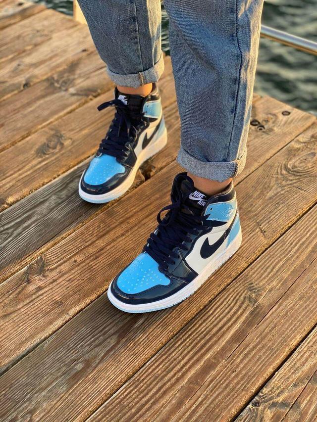 Жіночі баскетбольні кросівки Nike Air Jordan 1 фото