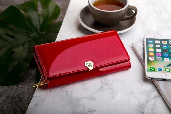 Жіночий шкіряний гаманець Betlewski з RFID 19,2 х 10 х 3,5 (BPD-VS-106) - червоний