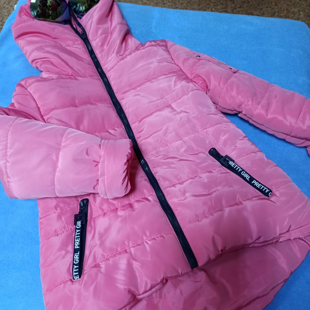 Куртка для девочки с очками теплая. Капюшон застегивается полностью. В комплект  входят очки.