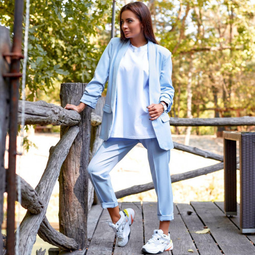 Женский костюм жакет с брюками голубой