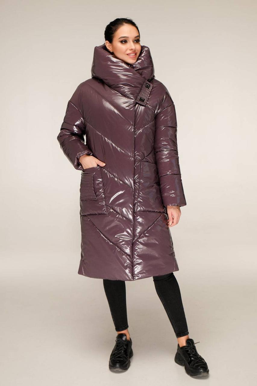 Удлиненная зимняя куртка из лаковой плащевки с объемным воротником-капюшоном с 44 по 54 размер