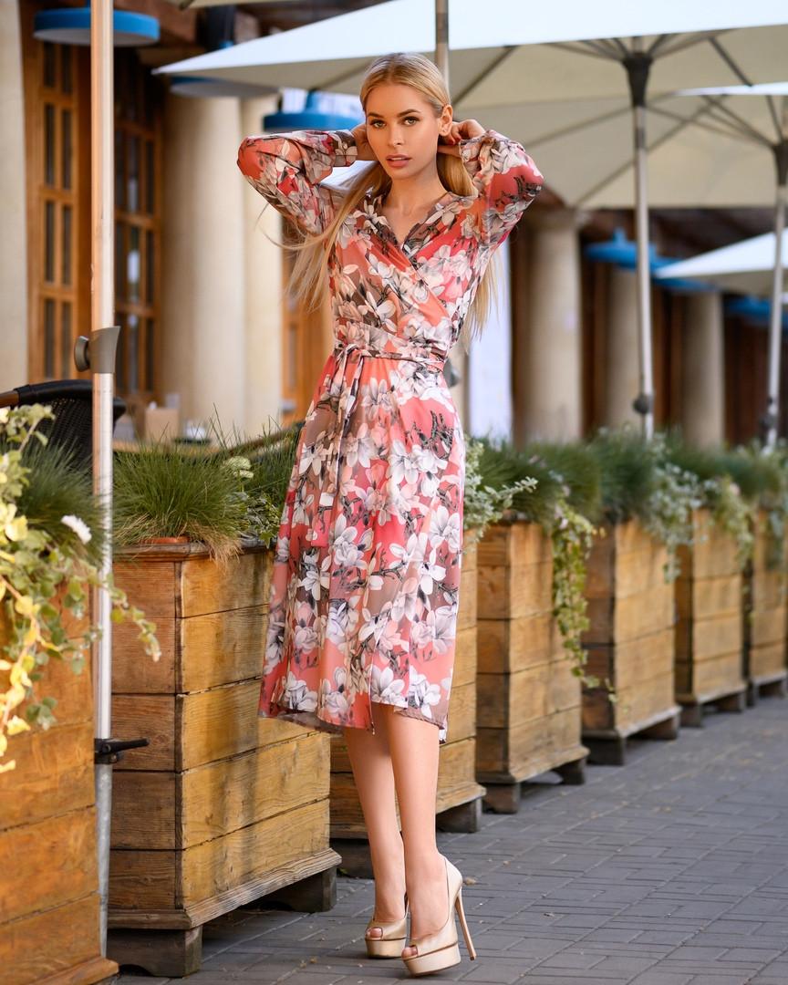 Легкое женское летнее платье на запах, по колено, с длинными рукавами. Цветы на оранжевом. 40-42, 44-46