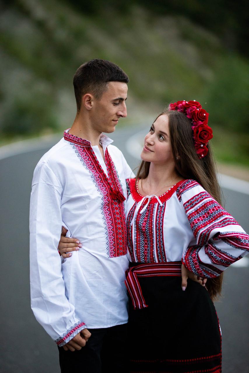 Червоно-чорнобрива вишиванка в українському стилі