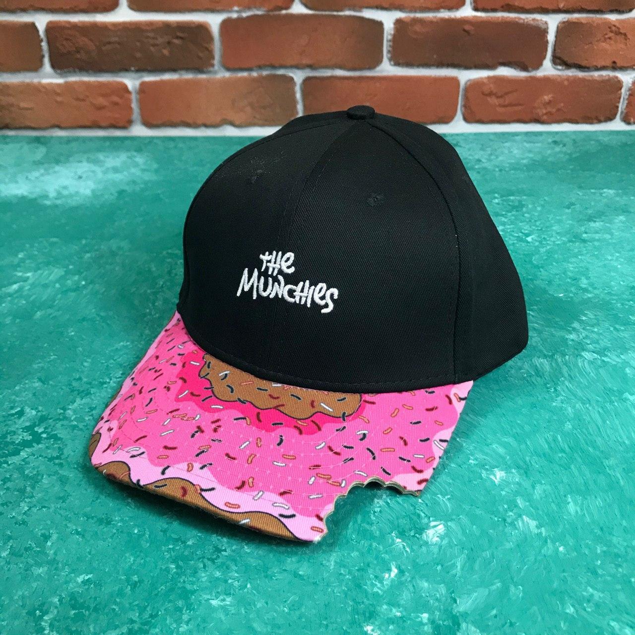 Кепка Бейсболка Женская Cayler Sons Пончик Укус The Munchies Черная с розовым козырьком