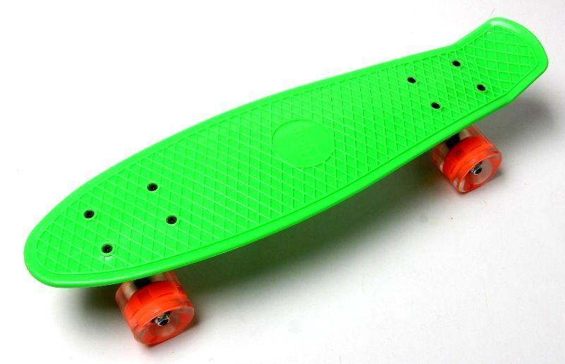 Penny Board. Green. Светящиеся оранжевые колеса.