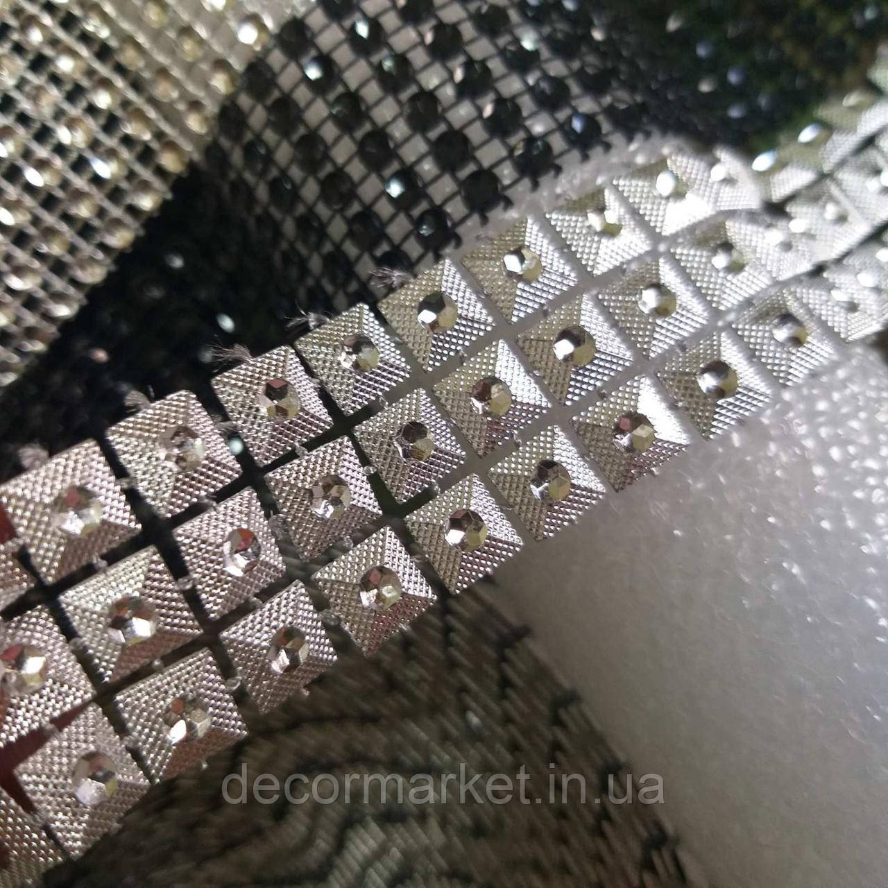 Лента стразовая 3 см серебро квадраты