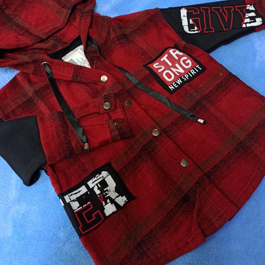 Модная рубашка теплая для мальчика с капюшоном в клеточку.