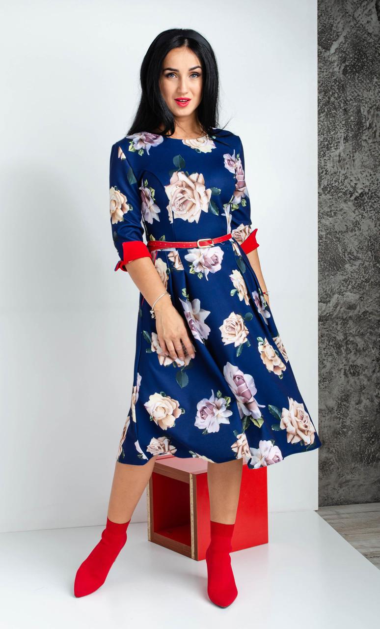 Платье синего цвета длиной миди и рукавом три четверти принт роза