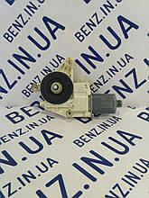 Электромотор стеклоподъемников правых дверей Mercedes W212, W204, X204 A2129066702