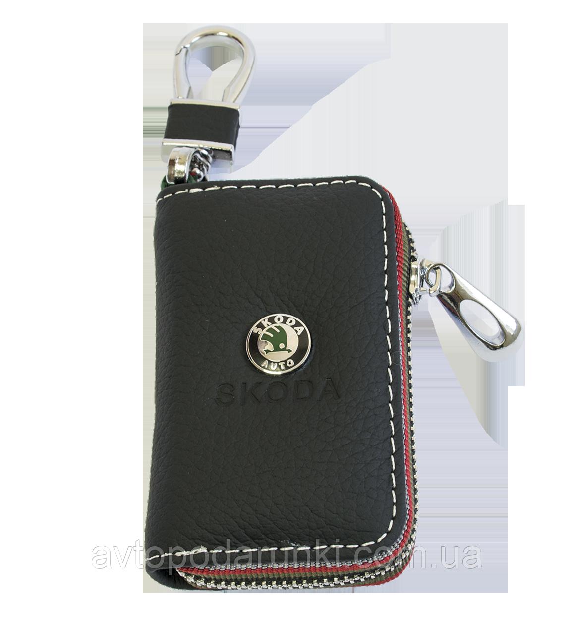 Ключница SKODA, кожаная автоключница с логотипом  ШКОДА (черная 22006)