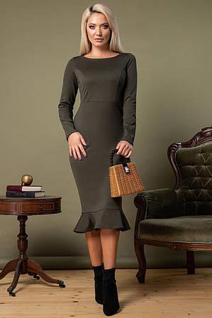 Обтягивающее платье хаки с оборкой по низу S