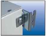 Настенный крепеж для щита (ящика, щитка) металлического