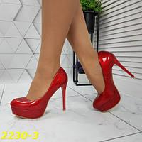 Женские нарядные красные туфли лаковые на платформе и шпильке