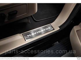 Lincoln Navigator 2008-14 накладки на дверные пороги с подсветкой новые оригинальные