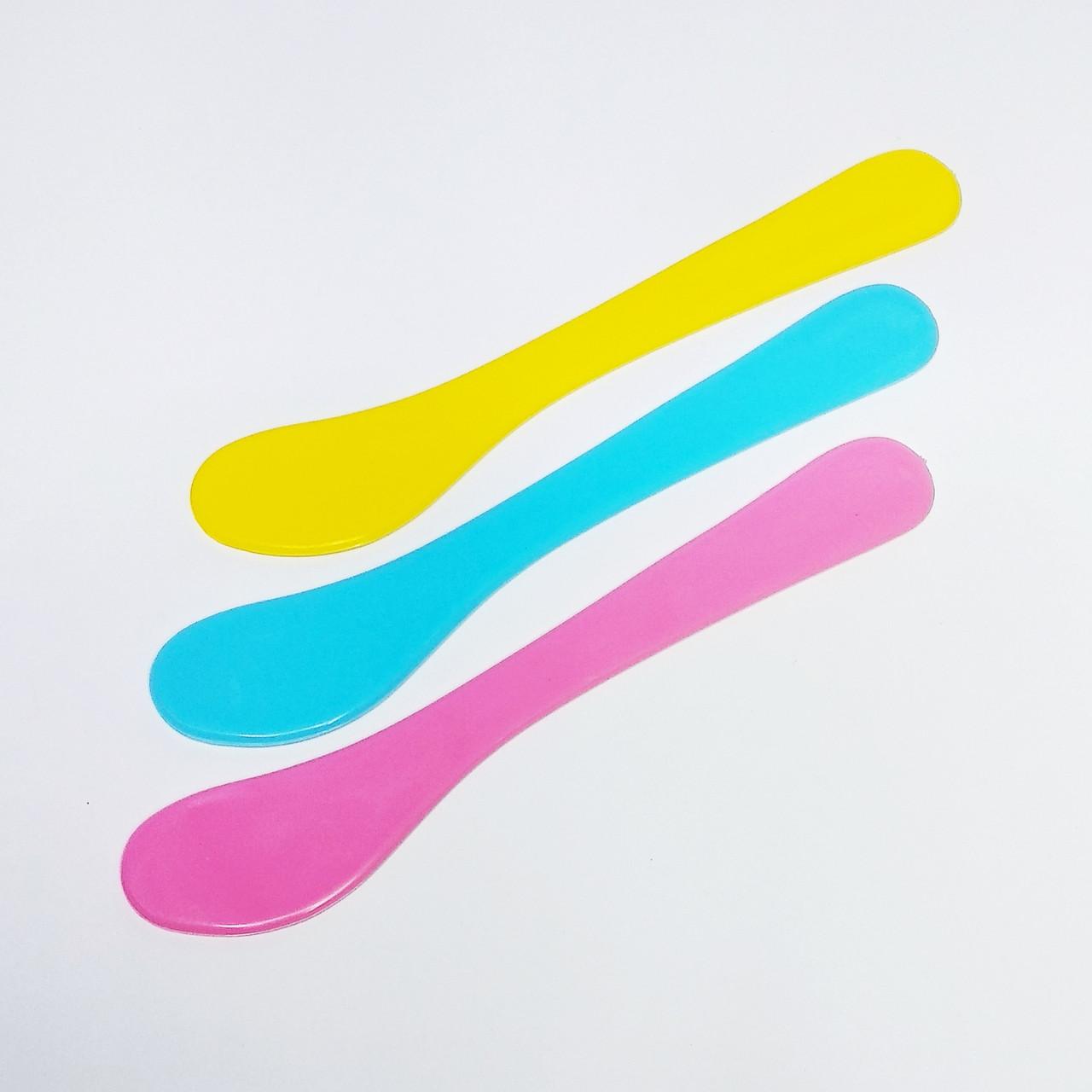 Шпатель пластиковий універсальний поштучно, кольори в асортименті