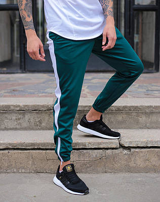Зеленые спортивные зауженые штаны на манжете брендовые с белой полоской