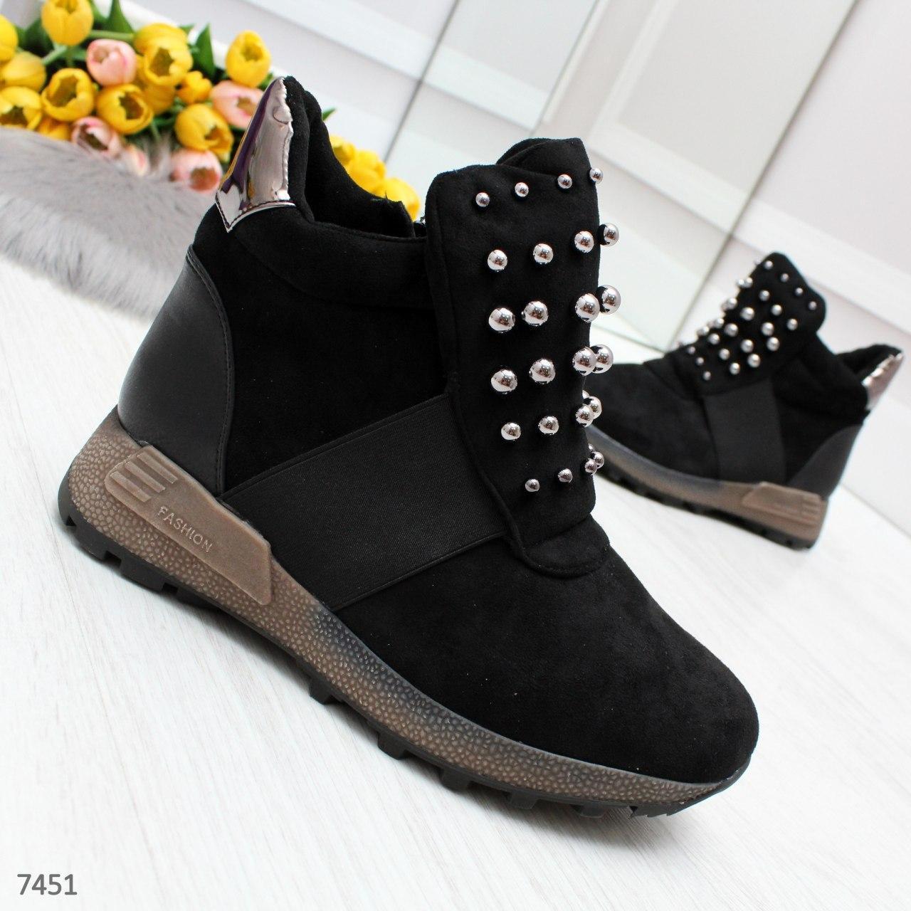 Женские зимние ботинки из замши на меху с декором OB7451