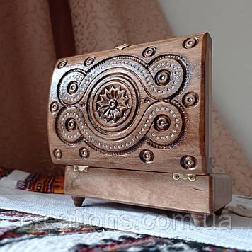 Скриня різьблена з дерева 16*11 з оксамитом ручної рабоби