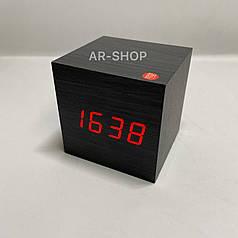Электронные настольные часы  кубик под дерево , черный с красным свечением