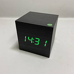 Электронные настольные часы  кубик под дерево , черный с зеленым свечением
