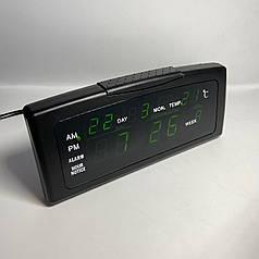 Электронные настольные часы от 220V , черный корпус с зеленым свечением