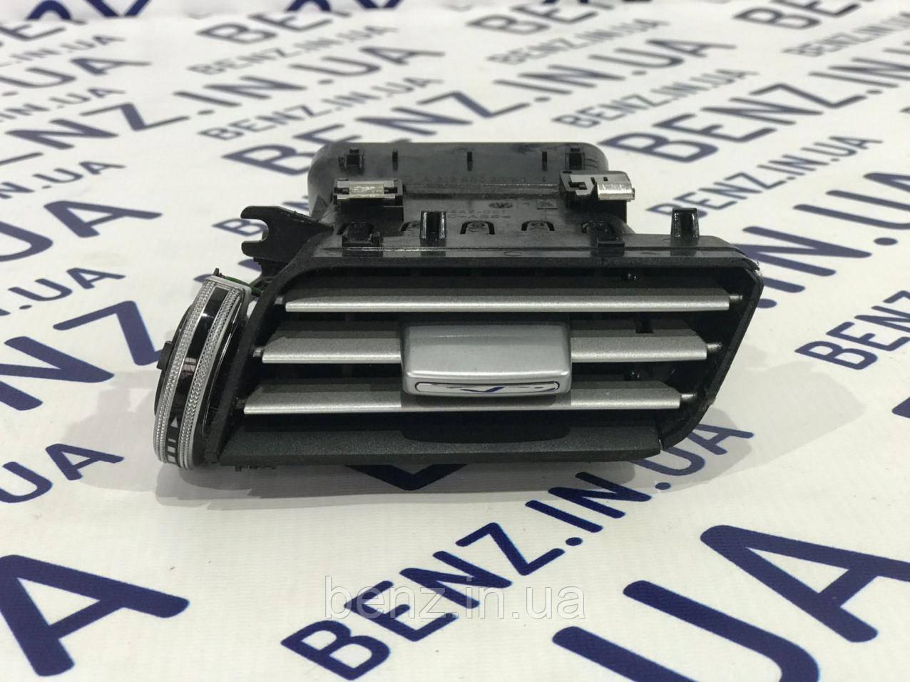 Воздушный дефлектор правый W212 рестайл A2128303454