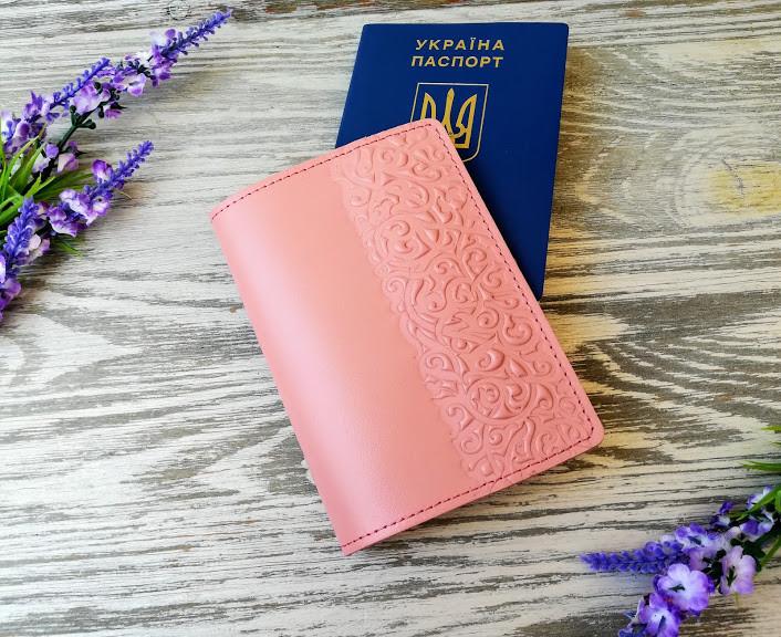Обложка на паспорт кожаная цвета пудры с тиснением восточные узоры Украина ручная работа (матовая)