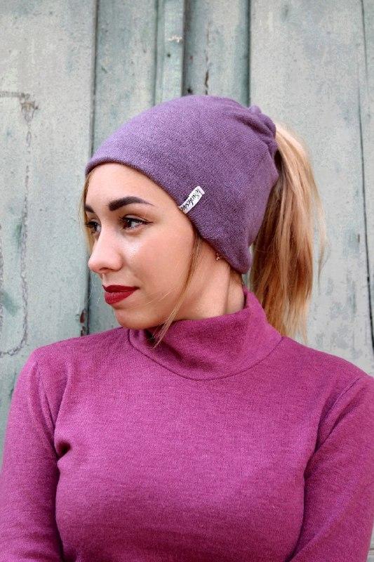 Жіноча шапка з вирізом для хвоста