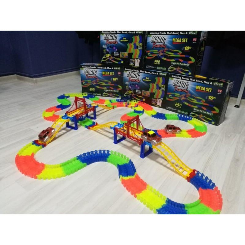 Детская гоночная трасса Magic Tracks на 360 деталей с машинкой. Светящийся гоночный трек-конструктор.