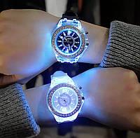 Часы женские Geneva с подсветкой силиконовый ремешок четыре цвета