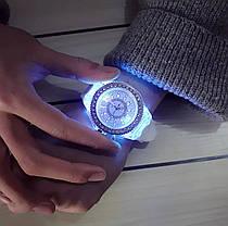 Часы женские Geneva с подсветкой силиконовый ремешок 9 цветов в наличии, фото 3