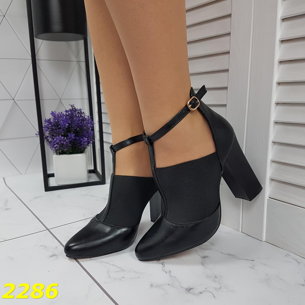 Ботинки с узким носком на широком каблуке с резинкой